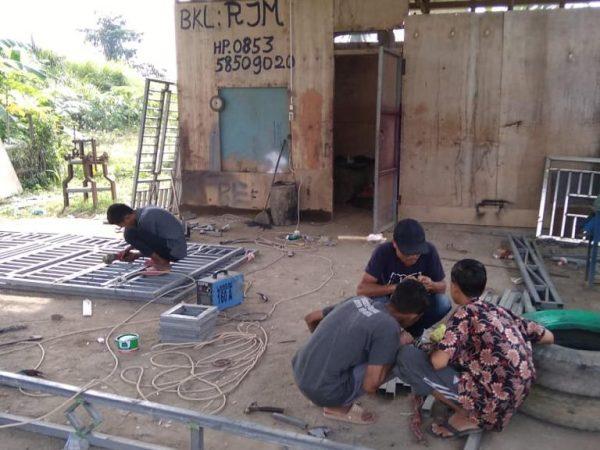 Siswa MAN 1 Aceh Utara Sedang Praktek Pengelasan